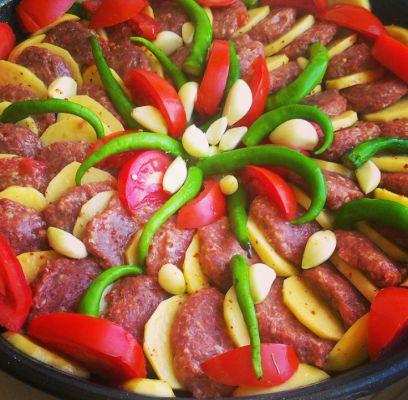 fırında patatesli köfte yemeği,fırında patates yemeği,fırında köfte,köfteli patates tarifi,fırında yemek tarifleri,patates yemeği,köfte tarifleri,ana yemek