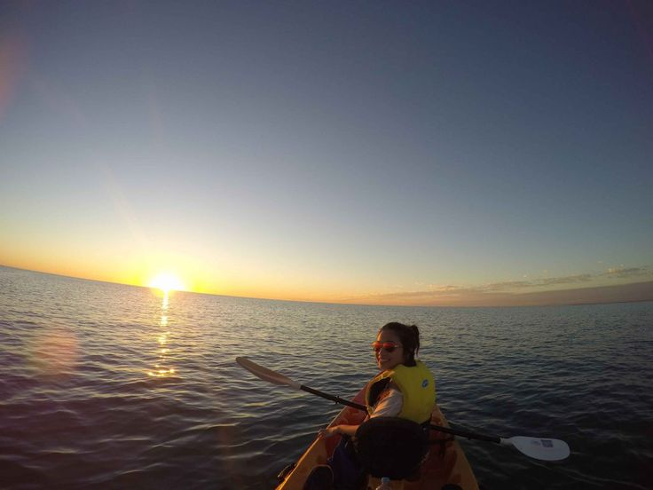 A couple kayaking in the ocean during sunset. Find out more fun activities you can do at the beach as a couple!  #beach #beachactivitiesforcouples #beachcoupleactivities #relaxingonthebeach #funactivitiesforcouples #beachactivities #beachgetaway #creatememories