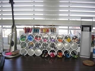 Leuk en mooi idee om stiften, potloden...uit te stallen.