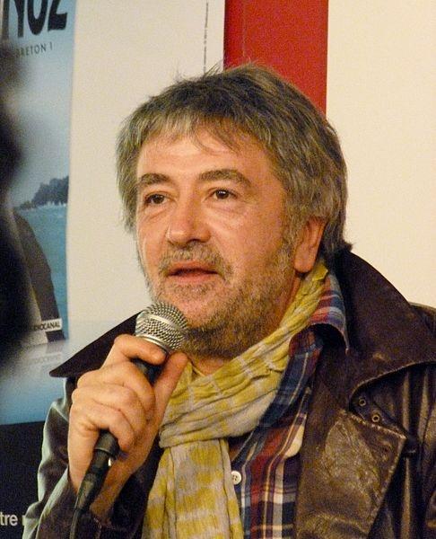 Jean-Yves Lafesse, né le 13 mars 1957 à Pontivy en Bretagne, de son vrai nom Jean-Yves Lambert, est un humoriste français