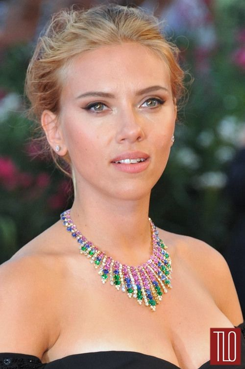 Scarlett+Johansson+Under+the+Skin+Red+Carpet+Versace+Rykiel+Mouret+10.jpg (500×751)