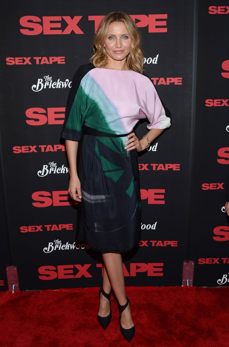Cameron Diaz in ultra-sexy Vionnet silk wrap dress!