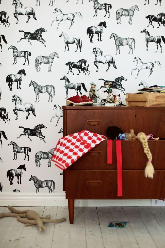 Horse wallpaper. Mokkasin: mokkasin säger hej hos någon annan.