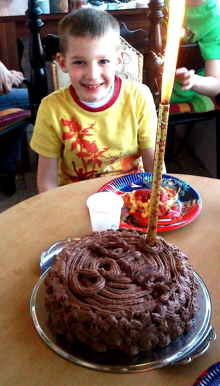 Epres, karamellás, madártejes csokoládétorta (nem csak) gyerekek örömére