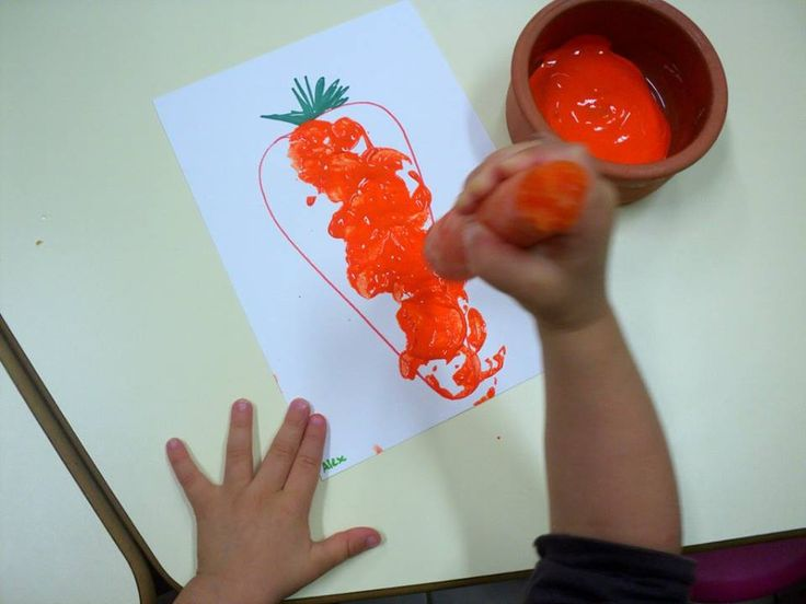 Wash and cut the ends of the carrots, give the toddlers orange paint and let them go crazy with this fun carrot craft!