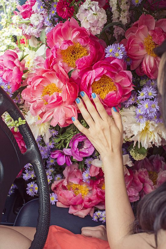 the best surprise ever! a front seat full of FLOWERS | designlovefest #summerup