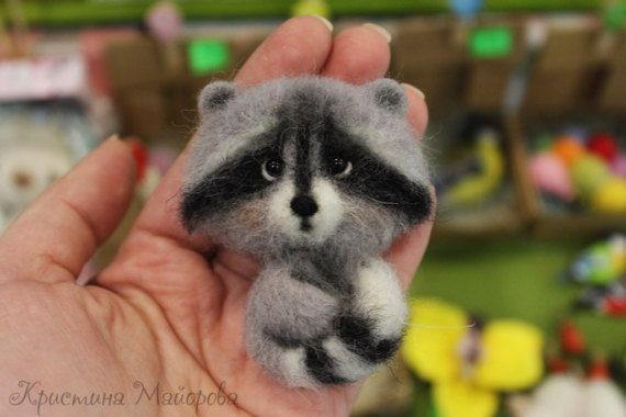 Brooch raccoon (Брошь енот)