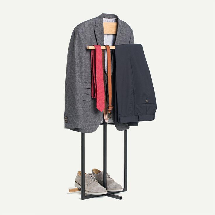 Un valet de chambre en bois par le designer Louis-Philippe Pratte de la firme A Hauteur D'Homme / Butler clothes stand created by the Montreal designer Louis-Philippe Pratte http://c2m.tl/1qZYH0q   #C2MTL #Montreal #craft #design