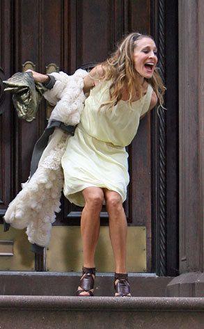 淡いレモンイエローのドレスにふわふわのカジュアルなジャケット♡ キャリー・ブラッドショー