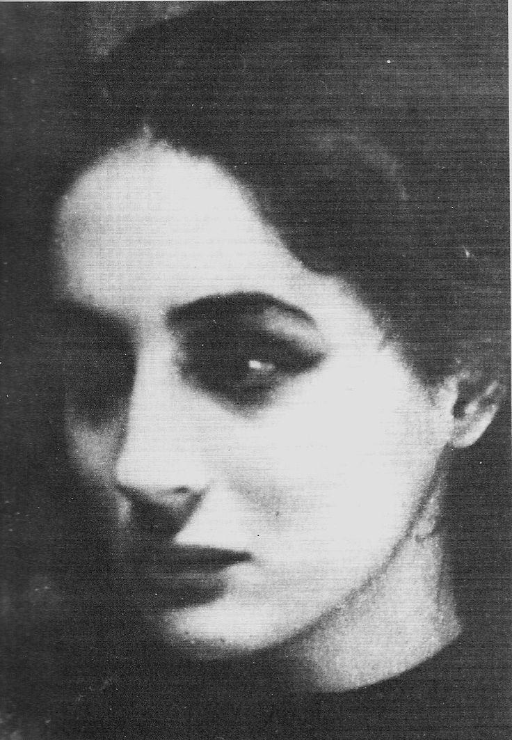 """thereminsoul:  Έλλη Λαμπέτη, """"Αντιγόνη"""" του Ανούιγ, Θέατρο Τέχνης 1947"""