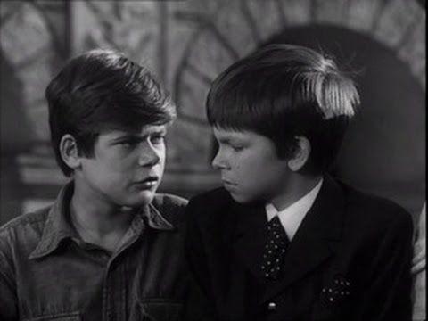 Podróż za jeden uśmiech – film polski z 1972 roku zrealizowany na podstawie powieści Adama Bahdaja. Film jest kinową wersją popularnego serialu pod tym samym tytułem. Dwójka chłopców wybiera się pociągiem nad morze. W wyniku zamieszania gubią gdzieś przeznaczone na podróż pieniądze. To ich jednak nie załamuje i rozpoczynają podróż z Krakowa (z Warszawy w …