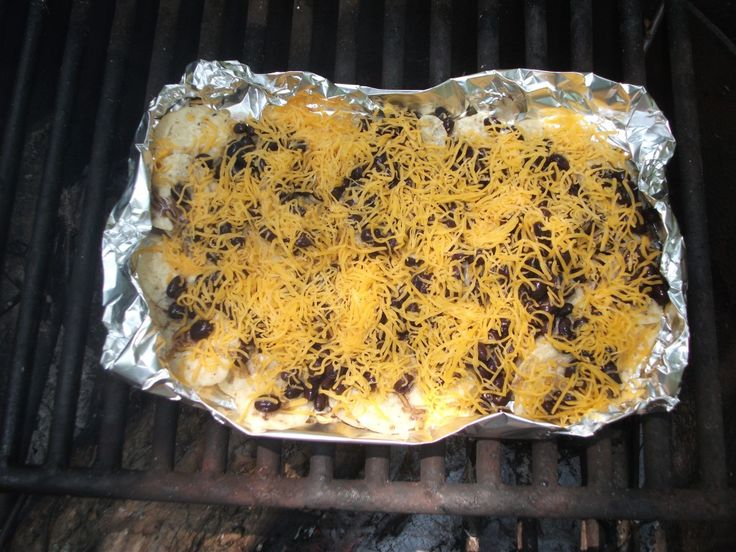 Campfire Nachos.  Chips Beans or vegetarian chili Cheese Peppers Tomatoes Any other nacho topping you may want.   Nachos are a great grill food. The best way to fix them is to use aluminum foil. Pull off a long piece of foil. Fold up the edges on all sides so that the nachos will stay in place.