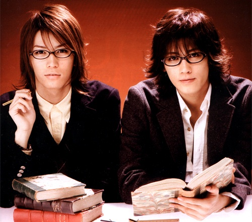 AKAME in GOKUSEN 2. they look hot in glasses right? :)
