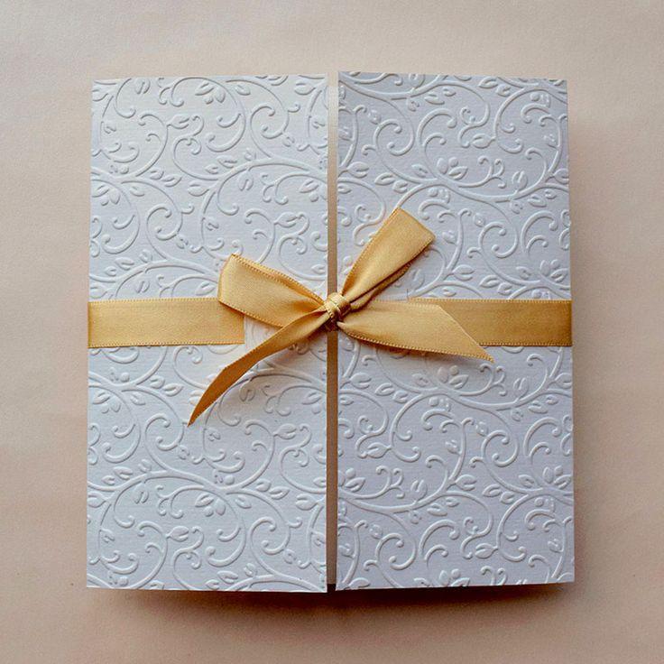 Invitación con detalles en oro, una invitación sencilla y muy clásica, puede personalizarse con los nombres o iniciales de los novios, tienda en CDMX #bodas2017 #boda #invitaciones