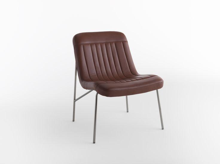 """Andrew / Design: Studio Balutto, 2016. In versione seduta e poltroncina, """"Andrew"""" ha un design pulito, accurato ed originale. La leggerezza è la sua principale caratteristica per una seduta elegante che mira alla ricerca del dettaglio. In versione poltroncina le sue forme morbide e distese trasmettono l'appagante comfort di una chaise-lounge."""