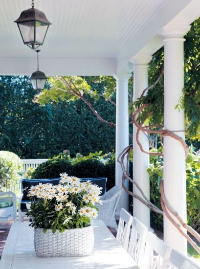 Hamptons Cottages & Gardens, Eric Hughes, Katie Couric, Clara Couric Batchelor, porch, white, classic