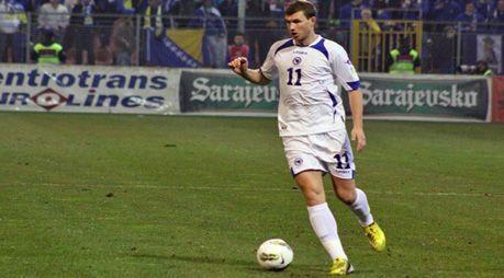 Edin Dzeko con la maglia della sua nazionale (Bosna I Hercegovina)