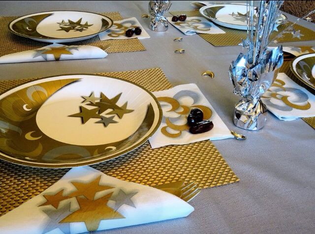 A beautiful table setting using the Gold u0026 Silver Crescent paper plates. Perfect for Ramadan & 25 best Ramadan u0026 Eid Tableware images on Pinterest | Dinner plates ...