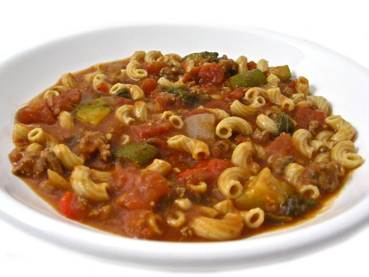 Crock-Pot, Skinny Tomato Beef Macaroni Stew with Weight Watchers Points | Skinny Kitchen. Another recipe that I think Maddie will eat.