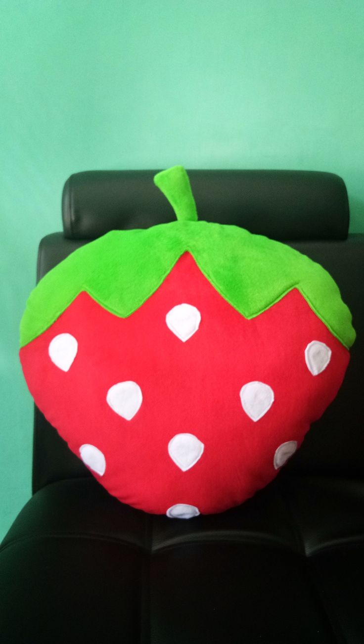 Bantal Buah Strowberry 53cm
