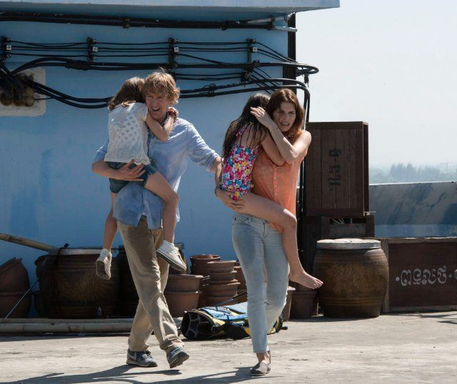 Still of Owen Wilson, Lake Bell, Sterling Jerins and Claire Geare in No Escape (2015)
