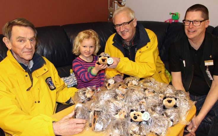 Traditionsenligt har Lions club Skövde/Ryd skänkt gosedjur i samband med Alla hjärtans dag till lekterapin på Skaraborgs sjukhus Skövde. Tanken är att glädja och ge tröst till sjuka barn.