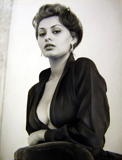 Sophia Loren~GOOD MORNING BEAUTIFUL FOLLOWERS!! xo And of course, we all look like this straight out of bed~because we're fabulous!
