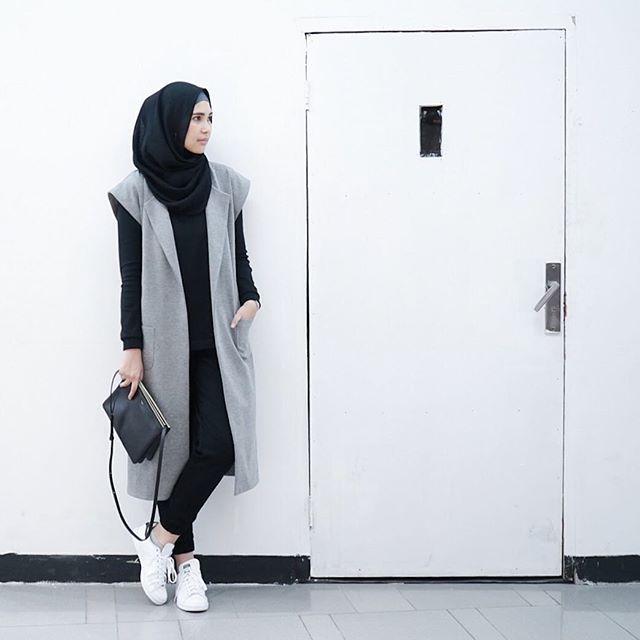Somewhere in FX ⚪️ Full outfit by @ranihatta_store #ranihatta