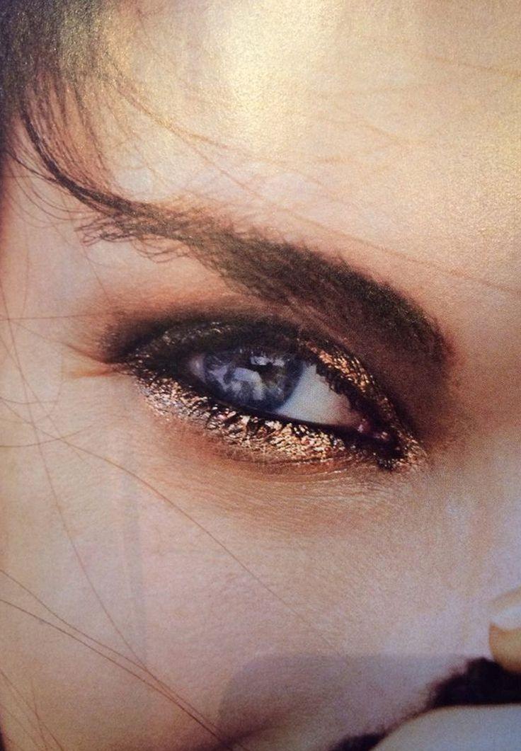 Maquiagem com glitter: detalhe da sombra e olho