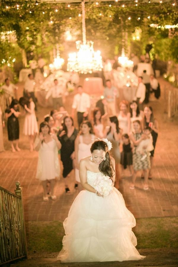 Break tradition with these 5 distinctive and memorable bouquet toss alternatives - http://www.dailyweddingideas.com/wedding-ideas/break-tradition-with-these-5-distinctive-and-memorable-bouquet-toss-alternatives.html