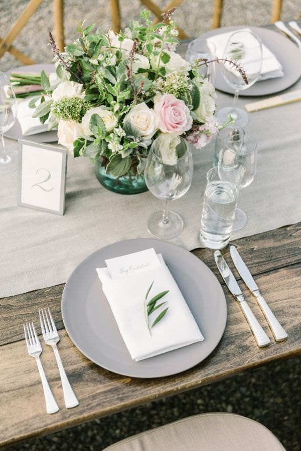 Pretty rustic tablescape: http://www.stylemepretty.com/vault/gallery/38040 | Photography: The Edges - http://theedgeswed.com/