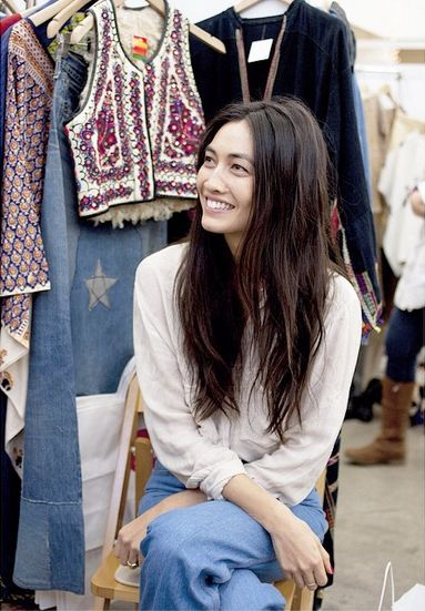 Free spirit ✌️ The beautiful Jessica Mau all smiles at the holiday show, photo by Lani Trock