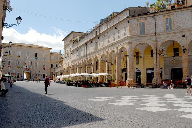 Piazza del Popolo Portico laterale #marcafermana #fermo #marche