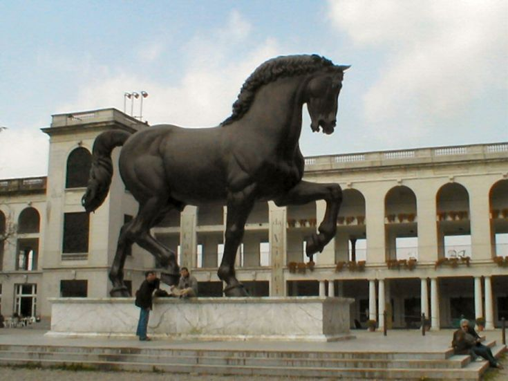 Modern replica of the huge bronze horse designed by Leonardo Da Vinci for the equestrian monument to Ludovico Il Moro's father and that was never completed because the required 100 tons of metal were diverted to build cannons. The bronze horse is 8 meters high.