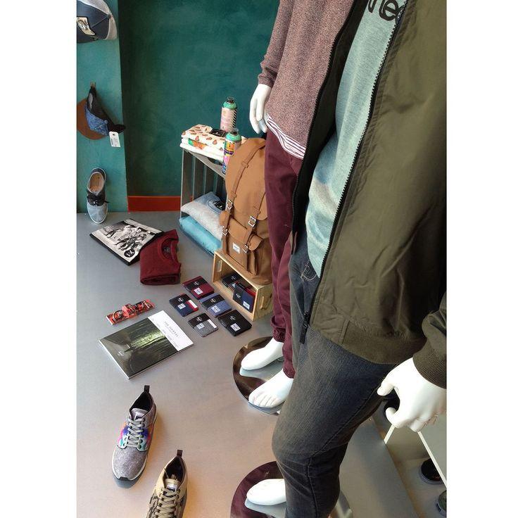 Toda la colección de primavera en la tienda y así está nuestro escaparate de hombre. Qué te parece? Estamos en Plaza San Bruno 12 Burgos y las 24h en http://ift.tt/1IhL4BB