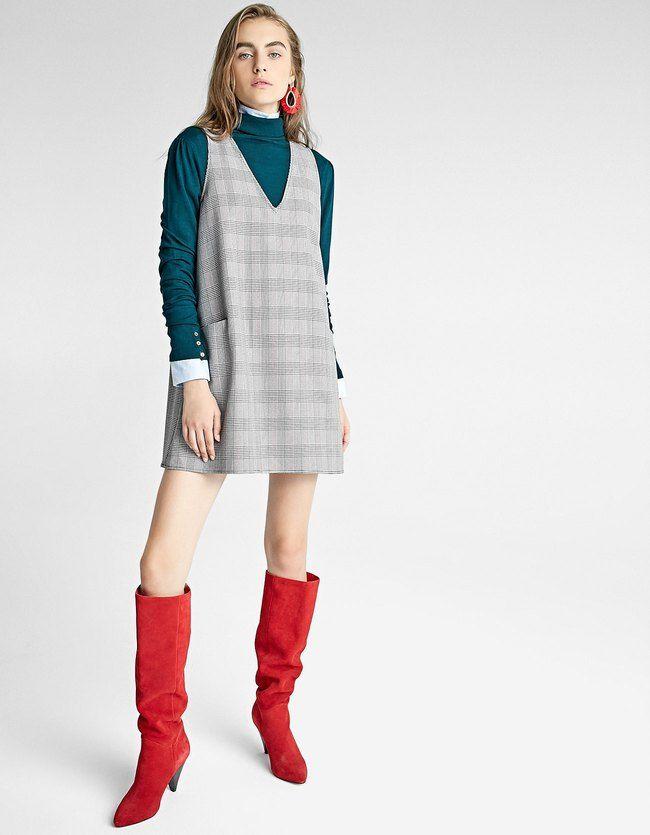 Latzkleid Beige Jetzt bestellen unter: https://mode.ladendirekt.de/damen/bekleidung/kleider/sonstige-kleider/?uid=5f5e76a7-f6c9-5dda-a6d3-d4fc2fd817af&utm_source=pinterest&utm_medium=pin&utm_campaign=boards #sonstigekleider #damenmode #kleider #bekleidung Bild Quelle: stradivarius.com