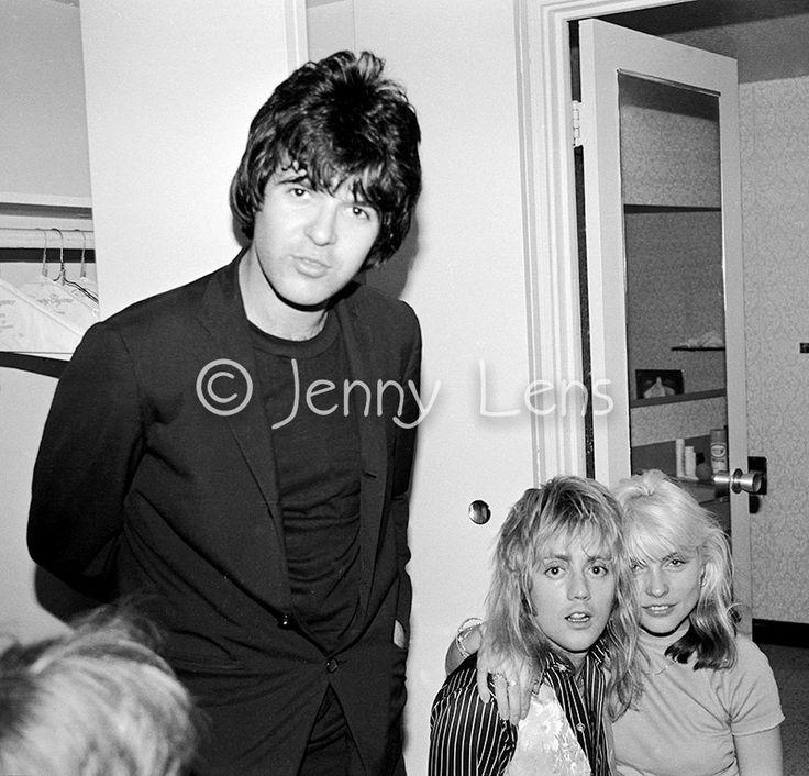 Blondie drummer Clem Burke, Queen drummer Roger Taylor, Debbie Harry, Bel-Air Hotel, Feb 1977, (c) Jenny Lens, MFA