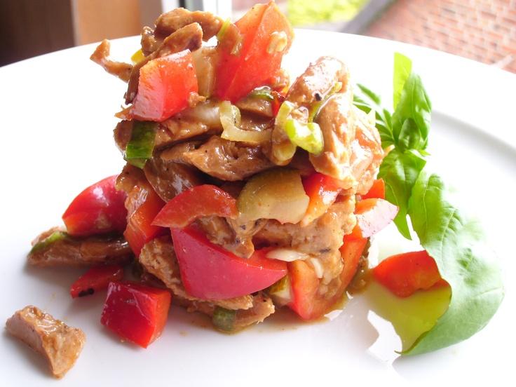 Deftiger Sojaschnetzel Salat oder auch deftiger Fleischsalat genannt.