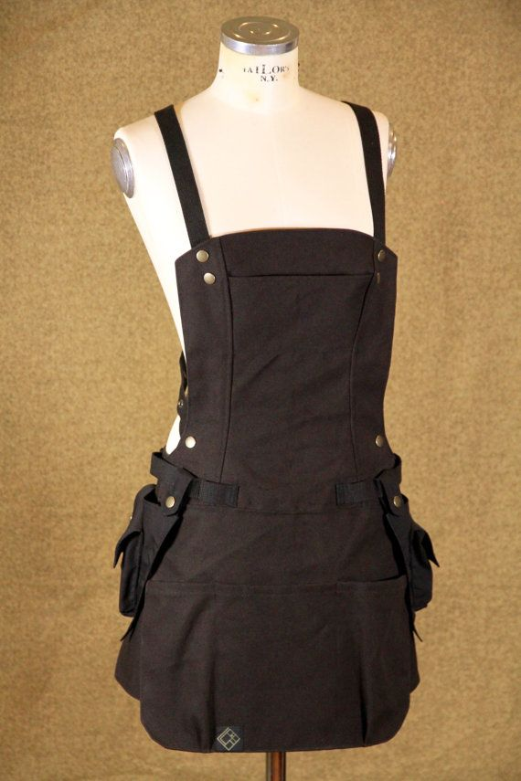 Full sectional womans apron can be worn 2 ways; • full bib - straps cross at back, and attach to side. #workwear #etsyworkwearteam