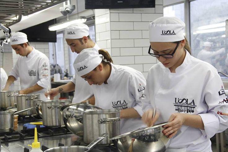 USLA, geleceğin şef adayları ile buluşmak için 16 Mart'ta Bursa'da!  Mutfak aşkını profesyonelliğe dönüştürmek isteyen şef adayları ile 12:00 - 16:00 saatleri arasında Bursa İli Eğitim Hizmetlerine Yardım Ve Eğitimi Geliştirme Derneği'nde buluşmaya hazırlanıyoruz. Şefimiz ile görüşebileceğiniz, çalışma şartları ve sektör hakkında ayrıntılı bilgilere ulaşabileceğiniz ücretsiz seminerimize siz de davetlisiniz. Ayrıntılar için: 0212 211 87 52