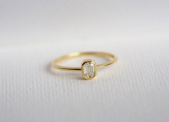 エメラルドカットダイヤモンドリング/エンゲージリング