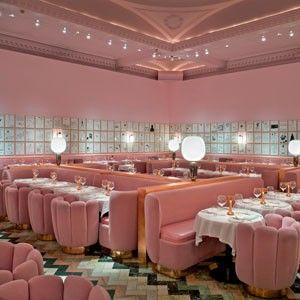 ____________________________  16. The Gallery, Londres O complexo de restaurantes e bares The Sketch, do empresário Mourad Mazouz e do chef francês Pierre Gagnaire, continua a surpreender. Para isso contribuiu o trabalho de designers como a iraniana India Mahdavi, que, a partir de uma paleta de tons de rosa, criou um décor burguês, quase burlesco, para um dos espaços da casa que acaba de reabrir, o The Gallery.