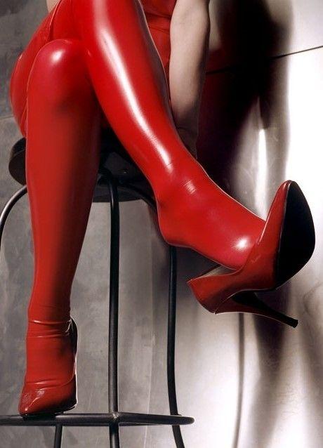 latex tragen strapse und high heels
