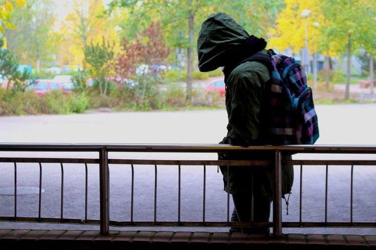 Koulukiusaamis-illan nettikeskusteluissa kymmenet keskustelijat ovat kertoneet, miten heitä on koulussa kiusattu ja miten kiusaaminen on vaikuttanut heidän elämäänsä. Pahimmillaan kiusaaminen on johtanut masennukseen ja ahdistukseen vielä aikuisiällä.