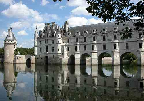 Château de Chenonceau, France  This is a beautiful French Renaissance chateau in the Loire Valley area of France.