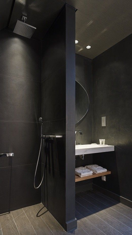 Cut the shower wall in half or replace the wall with glass Hotel de Nell, Paris 9 arr. Bathroom