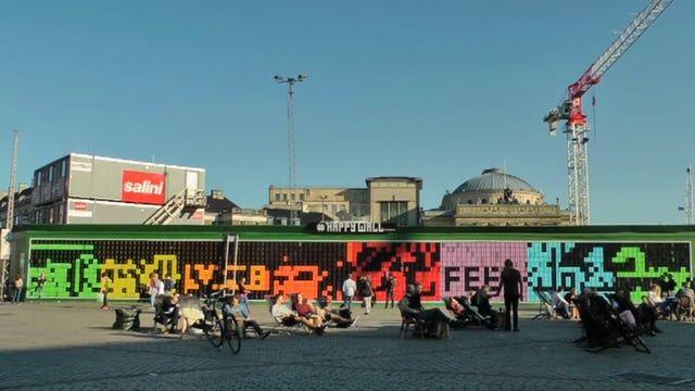 """""""#Happy Wall - kunst på Kgs. Nytorv"""", 3 min Offentligt og publikumsaktiverende værk på Kongens Nytorv, lavet af kunstneren Thomas Dambo."""