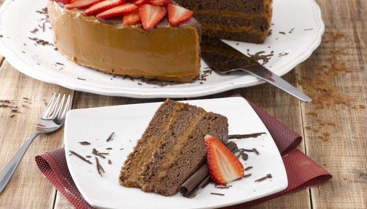 Torta de cuatro leches al chocolate - Dulce Receta – NESTLÉ®