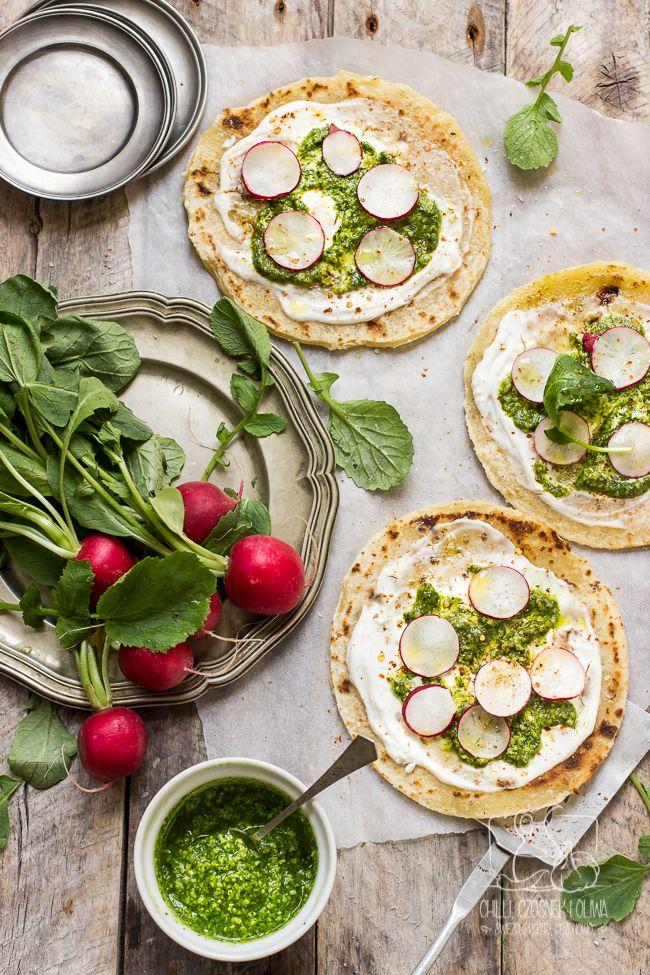 Chilli, Czosnek i Oliwa | blog kulinarny: Pizza na podpłomyku z pesto z liści rzodkiewki, pi...