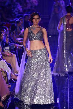 Indian wedding outfit Manish Malhotra 2014 8